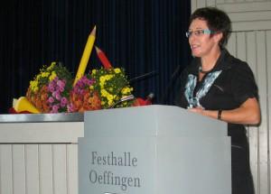 Frau Rentschler begrüßt die Neuen